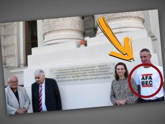 Justizministerin Alma Zadic posiert neben Antifa-Mitglied.