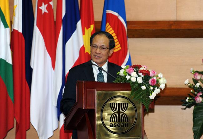 Asean : Un Vietnamien à La Barre En Pleine Période De Crise