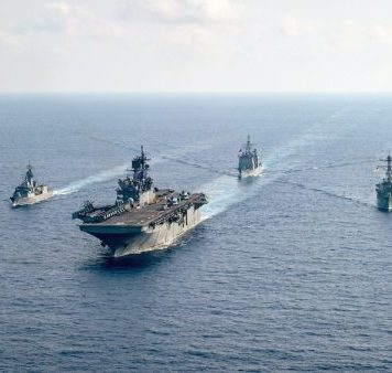 The Royal Australian Navy guided-missile frigate HMAS Parramatta (FFH 154) (L) is underway with the US Navy amphibious assault ship USS America (LHA 6), the Ticonderoga-class guided-missile cruiser USS Bunker Hill (CG 52) and the Arleigh-Burke-class guided-missile destroyer USS Barry (DDG 52) in the South China Sea 18 April, 2020 (Photo: Reuters/Nicholas Huynh).