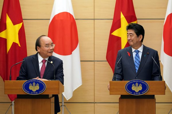 Former Japanese prime minister Shinzo Abe, right, and Nguyen Xuan Phuc, left, Prime Minister of Vietnam attend their joint press conference at Abe's office in Tokyo Monday, 8 October, 2018 (Eugene Hoshiko/Pool via Reuters).