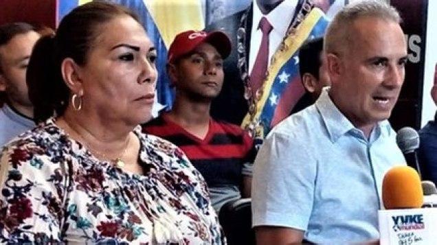 Nellyver Lugo y Fredy Bernal, juntos en una rueda de prensa