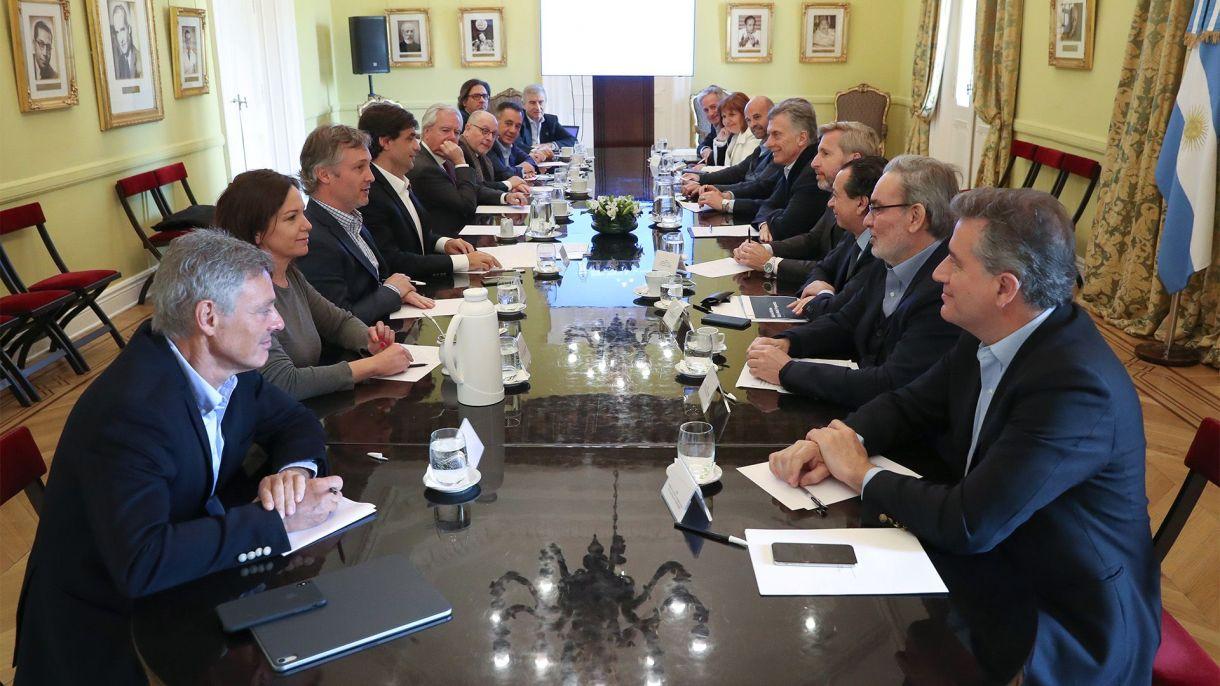 Mauricio Macri frente a Hernán Lacunza en la reunión de gabinete de esta mañana (Presidencia)