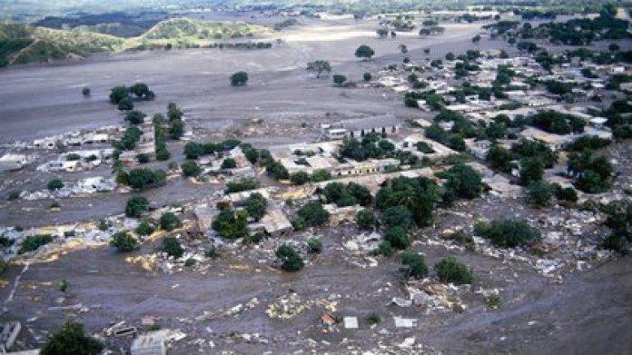 Foto aérea de la devastación que sufrió el pueblo Armero, en Colombia, después de la erupción del Nevado del Ruiz, de 5321 metros de altura sobre el nivel del mar