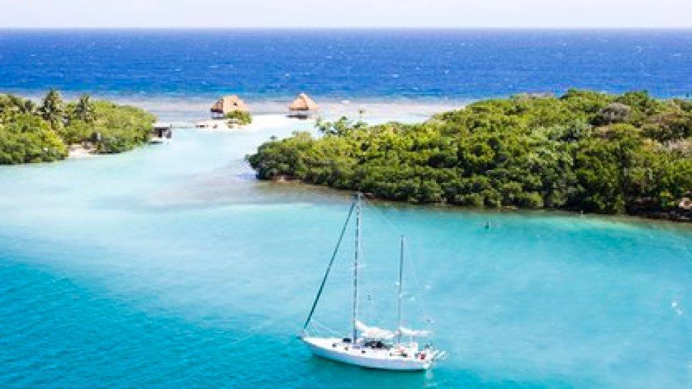 El océano azul de Roatán, Honduras