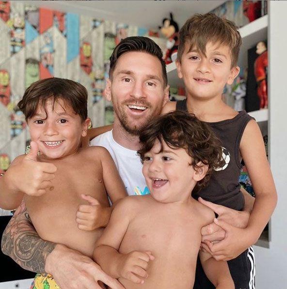 Messi con sus tres hijos.