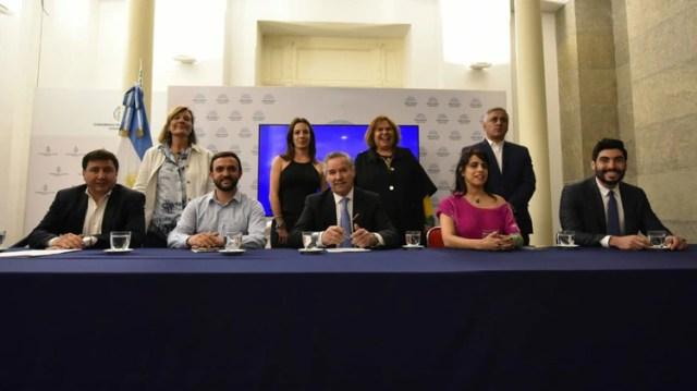 Por ahora el precandidato a presidente de Donda es Solá con quien formó el bloque Red Argentina