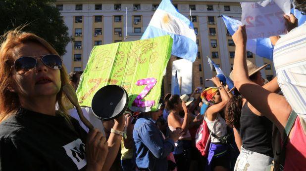 La concentración  frente a la sede del Gobierno comenzó pasadas las 9 del lunes