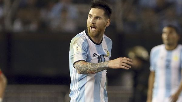 Lionel Messi insultó a un juez de línea y la FIFA lo suspendió por cuatro partidos (Getty Images)