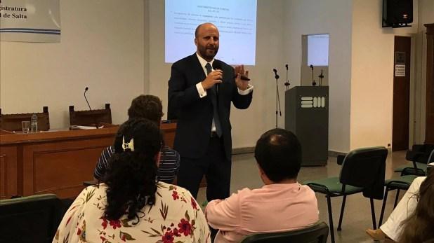 El camarista juez Mariano Borinsky presentó la Escuela Judicial de la Provincia de Salta el nuevo Código Penal