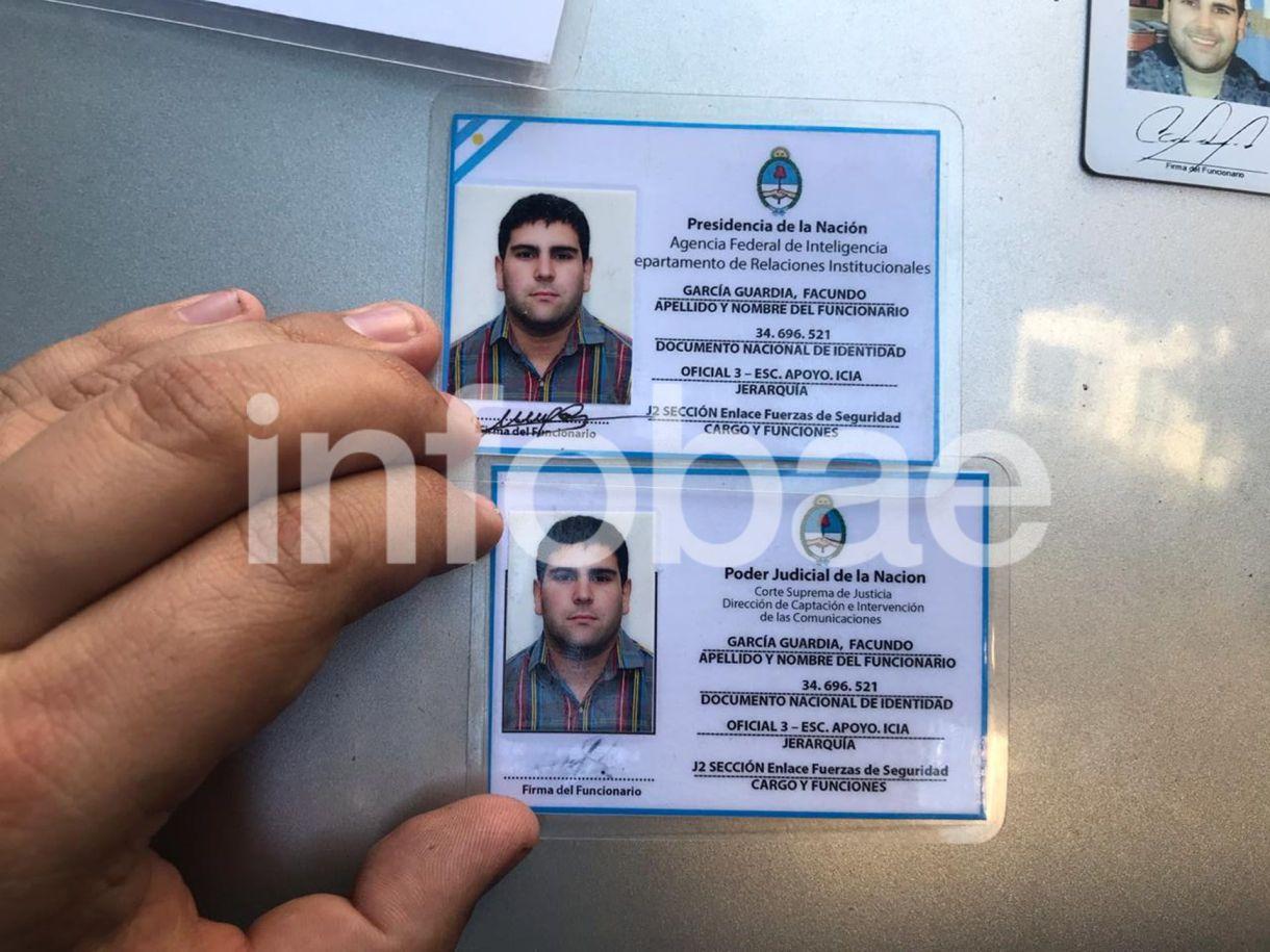 Algunas de las credenciales apócrifas que le secuestraron al falso agente