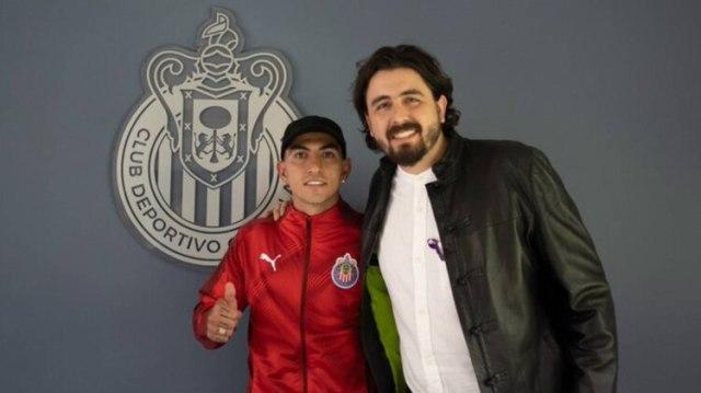 Las Chivas anunciaron a Víctor Guzmán como su sexto refuerzo para el Clausura 2020 (Foto: Twitter @Chivas)