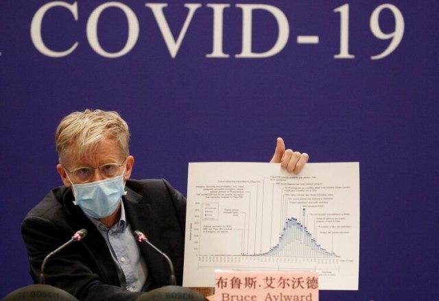 La exposición de Bruce Aylward en Beijing (Reuters)