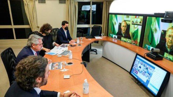 El presidente Alberto Fernández dialogando con los gobernadores por videoconferencia.