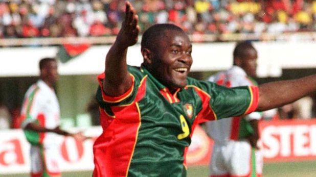 Alphonse Mario Tchami festeja un tanto en la Copa Africana de Naciones del 98 (Foto: Sport Soccer African)