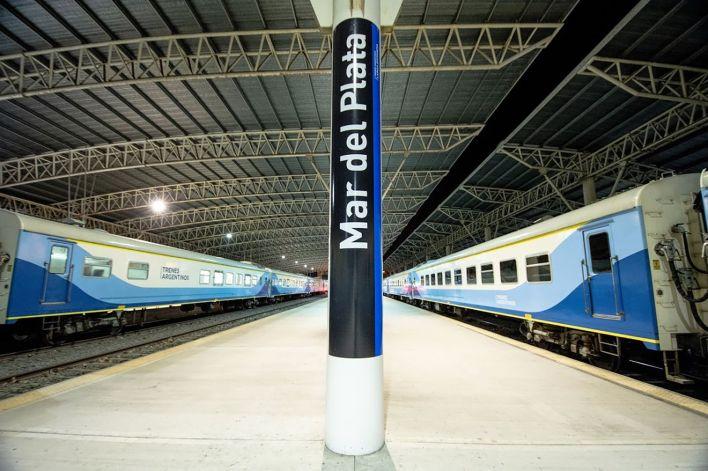 Como establece el protocolo, a todos los pasajeros, al momento de abordar el tren, se les controlará la temperatura