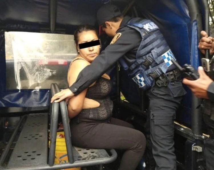Así fue fotografiada la presunta culpable de la balacera en el momento que fue trasladada (Foto: Twitter)