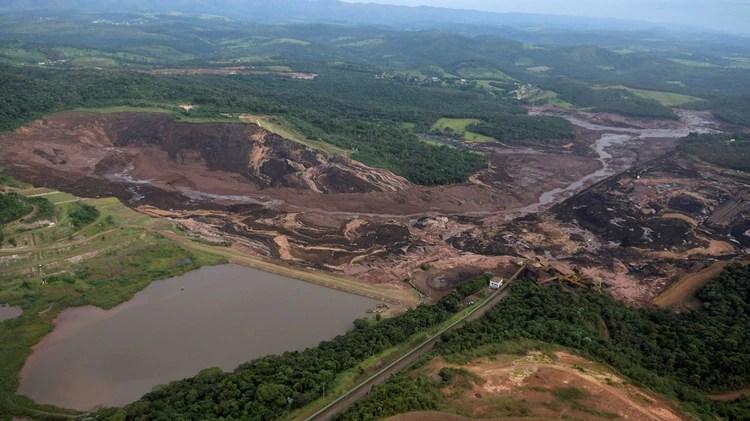 Vista aérea del desastre después de la rotura de un dique de la minera Vale, en Minas Gerais. REUTERS/Washington Alves