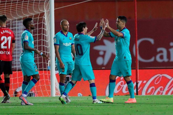 El FC Barcelona es el líder de la liga española . EFE/JuanJo Martín
