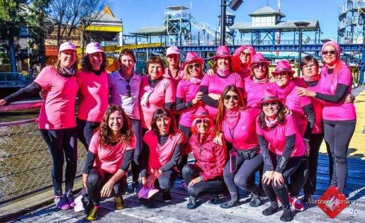 """El equipo de """"remeras rosas"""" que le ganó al cáncer de mama (Facebook)"""