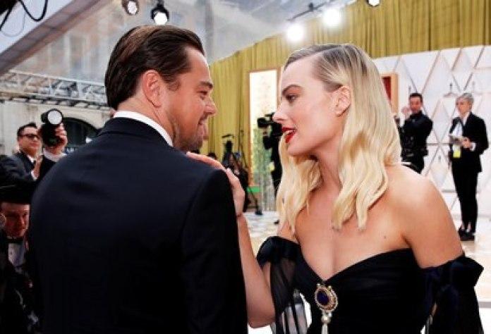 Margot Robbie y Leo DiCaprio en la entrega de los premios Oscar