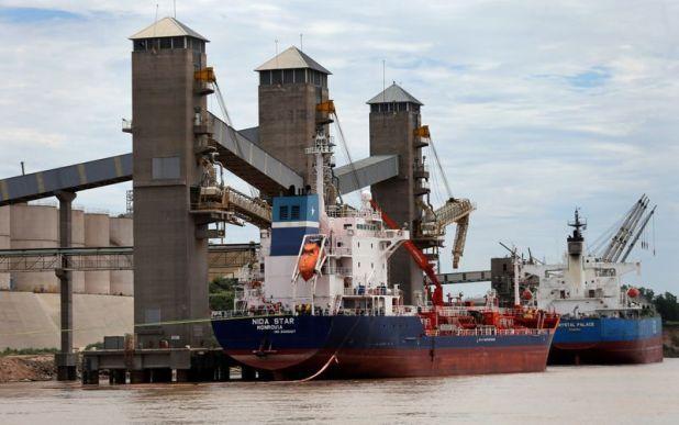 La participación del comercio exterior argentino en el total mundial disminuyó en un 90% en el último siglo, se concentra en el sector agroindustial (Reuters)