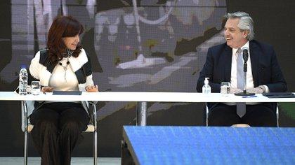 El presidente  Alberto Fernandez y la vicepresidenta Cristina Kirchner (Juan Mabromata/Pool via AP)