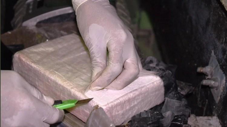 La mujer llevaba 1.300 gramos de cocaína, y el hombre, 1.800 gramos del mismo estupefaciente