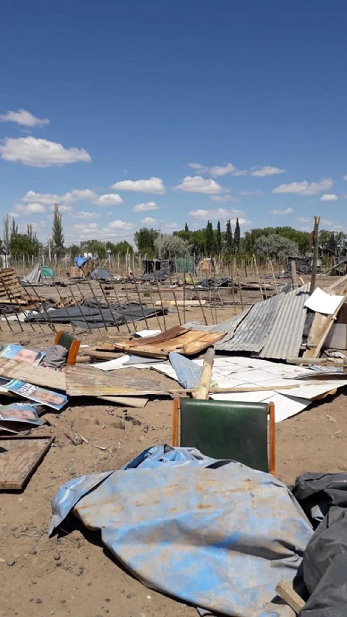 Así quedaron algunas de las precarias viviendas después del violento desalojo