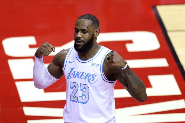 Los Lakers se impusieron a los Rockets por 120-102 (USA TODAY Sports)
