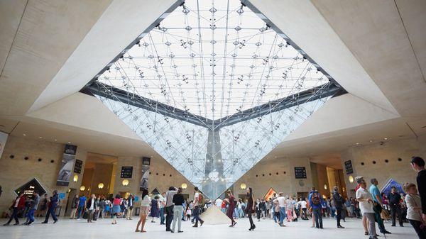 El Louvre es el museo más visitado del mundo, y el 75% de los que arriban a la institución son extranjeros (Shutterstock)