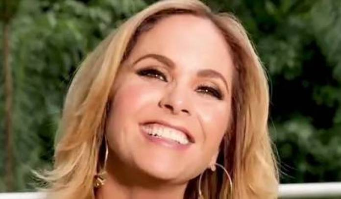Lucero showed their beauty in the natural at the age of 50 (IG: luceromexico)
