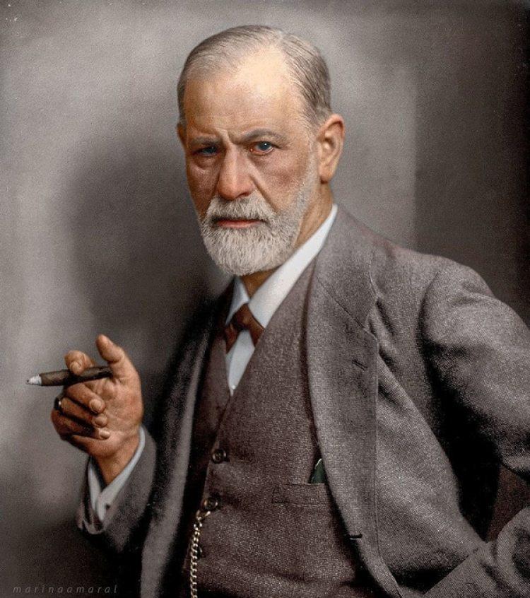 La más emblemática foto de Sigmund Freud, coloreada posteriormente