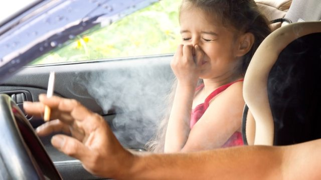 Los fumadores pasivos también corren riesgos de desarrollar enfermedades