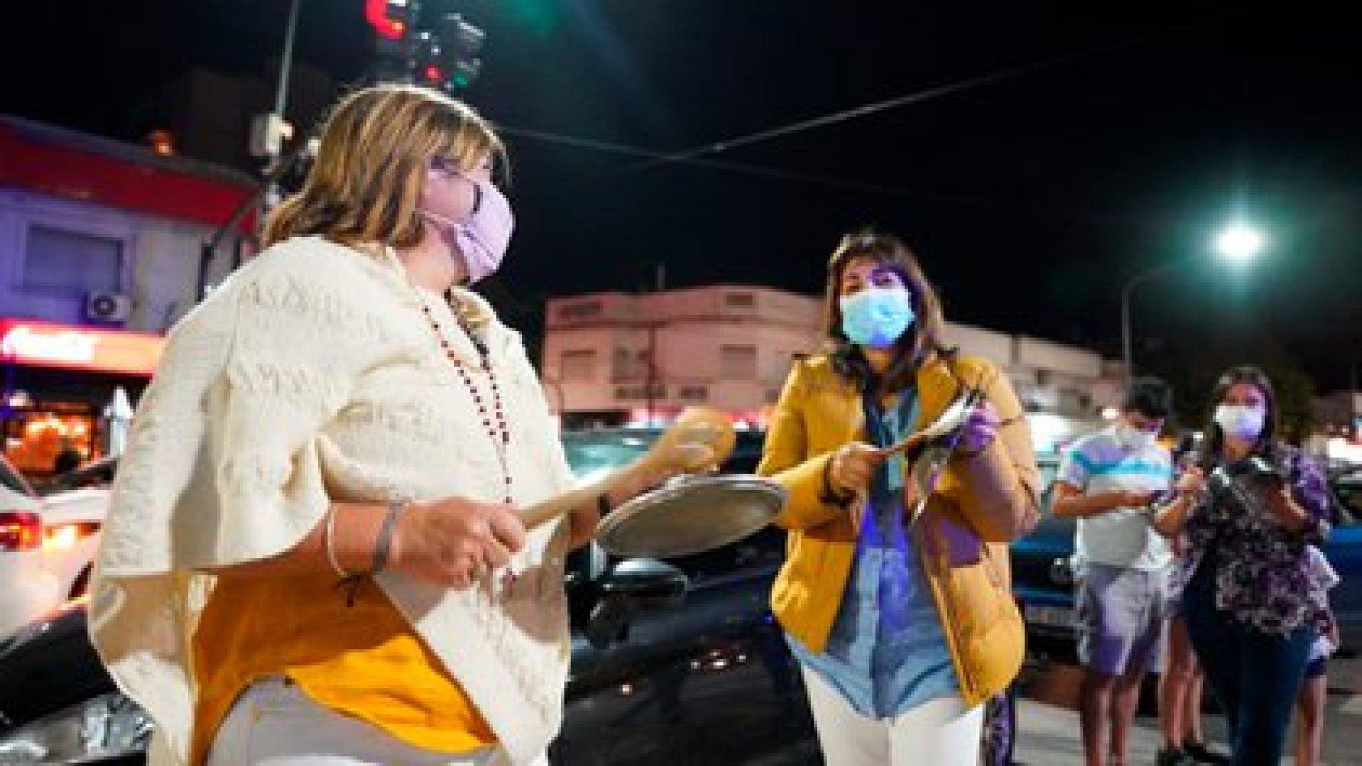 Esta noche en la Quinta de Olivos se desarrolló un cacerolazo y protesta (Franco Fafasuli)