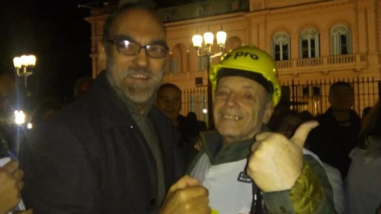 Spotorno en una de las marchas de apoyo a Mauricio Macri junto al diputado Fernando Iglesias.