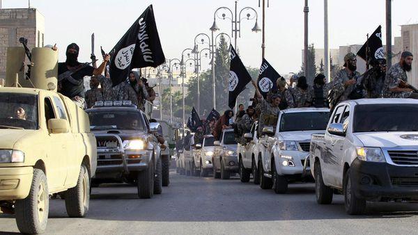 La coalición internacional bombardeó un convoy de ISIS