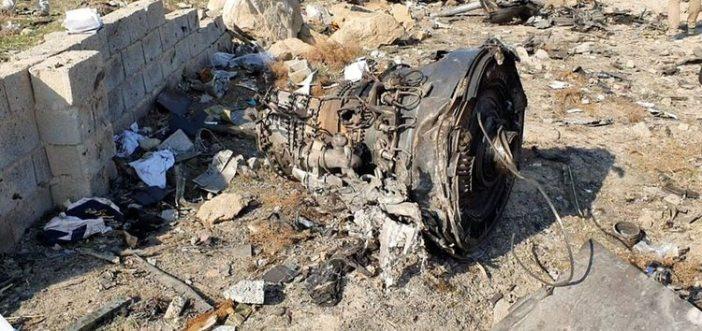 Foto del miércoles de restos del avión de Ukraine International Airlines que se desplomó poco después de despegar de Teherán