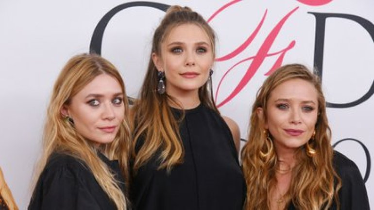 Elizabeth Olsen with her twin sisters Mary-Kate and Ashley (Credit: Erik Pendzich / Shutterstock)
