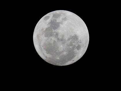 Los astronautas del Apolo llevaron consigo los denominados dosímetros, que realizaron mediciones rudimentarias de la exposición total a la radiación durante toda su expedición a la luna y viceversa (Efe)