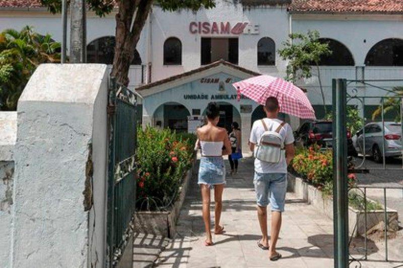 Vista de la fachada del Centro Integrado de Salud Amaury de Medeiros (CISAM) de Recife, una clínica materna pública de referencia en el país para procedimientos de interrupción de embarazo, en Recife (Brasil). EFE/Waldheim Montoya