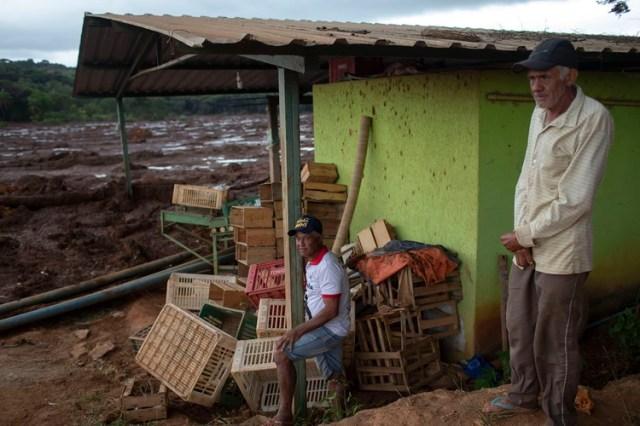 Pobladores de las aldeas aledañas al desastre (AFP)