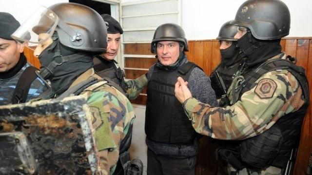 José López en el momento que es detenido