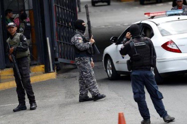 Funcionarios del SEBIN en El Helicoide, centro de detención y torturas del régimen de Venezuela