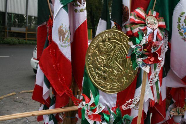 La historia del escudo es parte de la época prehispánica, que representa el fin del viaje que hicieron los mexicas (FOTO:RICARDO CASTELAN/CUARTOSCURO)