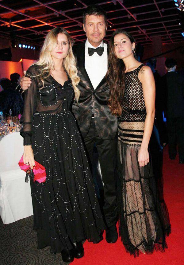 Con su hermana Micaela y su papá, Marcelo Tinelli
