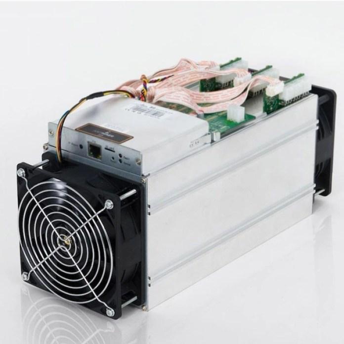 Antminer S9, uno de los equipos más potentes para el minado de bitcoin: cuenta con un hashrate de 14 TH/s y cuesta USD 6.500