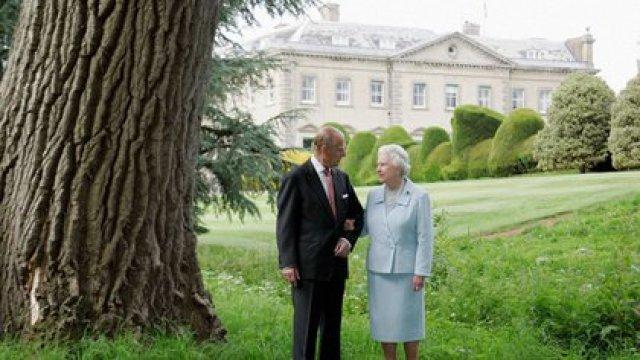 Foto oficial de Isabel II y Felipe de Edimburgo para conmemorar su aniversario de bodas el 18 de noviembre de 2007