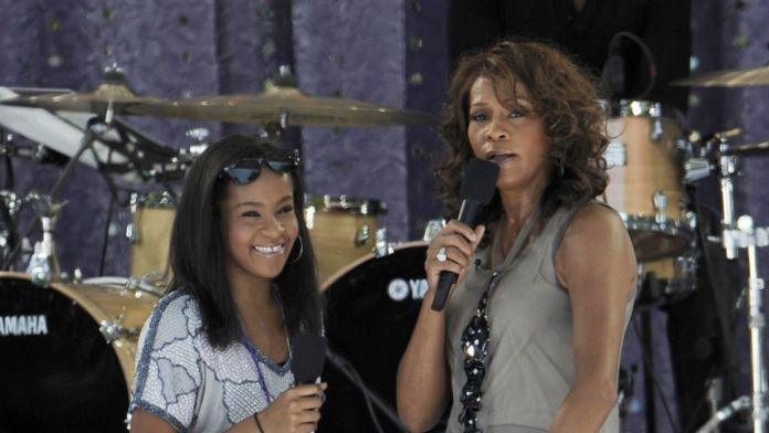 Whitney Houston junto a su hija Bobby Kristina Brown