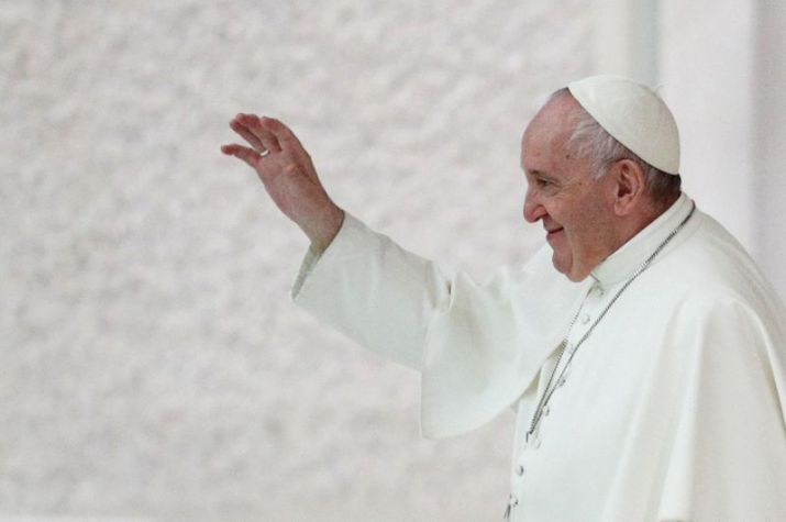 Foto del miércoles del Papa Francisco saludando a los fieles tras el final de la audiencia general semanal en el Vaticano.  Oct 21, 2020. REUTERS/Guglielmo Mangiapane