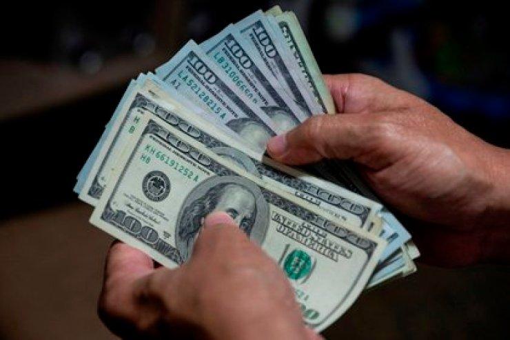 En Venezuela hay una dolarización de facto (EFE)